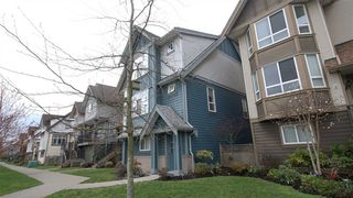 Photo 2: 17 1211 EWEN AVENUE in New Westminster: Queensborough Townhouse for sale : MLS®# R2043913