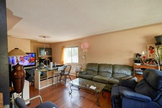 Photo 3: 940 30 Avenue NW in Calgary: Cambrian Heights Detached for sale : MLS®# C4300511
