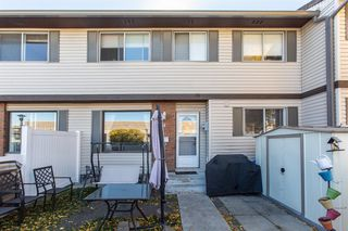 Photo 3: 74 740 Bracewood Drive SW in Calgary: Braeside Row/Townhouse for sale : MLS®# A1038575