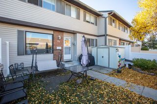 Photo 2: 74 740 Bracewood Drive SW in Calgary: Braeside Row/Townhouse for sale : MLS®# A1038575