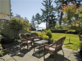 Photo 3: 2 2654 Lancelot Pl in SAANICHTON: CS Turgoose Row/Townhouse for sale (Central Saanich)  : MLS®# 615581