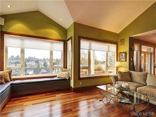 Photo 3: 922 W Garthland Place in VICTORIA: Es Kinsmen Park Residential for sale (Esquimalt)  : MLS®# 331905