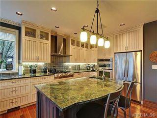 Photo 8: 922 W Garthland Place in VICTORIA: Es Kinsmen Park Residential for sale (Esquimalt)  : MLS®# 331905