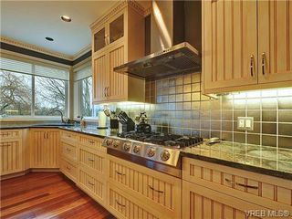 Photo 10: 922 W Garthland Place in VICTORIA: Es Kinsmen Park Residential for sale (Esquimalt)  : MLS®# 331905
