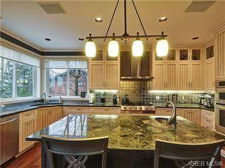 Photo 9: 922 W Garthland Place in VICTORIA: Es Kinsmen Park Residential for sale (Esquimalt)  : MLS®# 331905