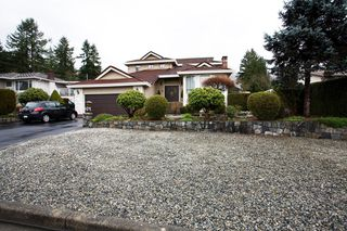 Photo 2: 429 Lakeview Street in Coquitlam: Central Coquitlam House for sale : MLS®# R2037527