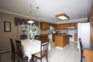 Photo 12: 429 Lakeview Street in Coquitlam: Central Coquitlam House for sale : MLS®# R2037527