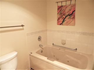Photo 12: 102 10945 21 Avenue NW in Edmonton: Zone 16 Condo for sale : MLS®# E4202404
