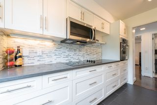 """Photo 9: 60 1425 LAMEY'S MILL Road in Vancouver: False Creek Condo for sale in """"Harbour Terrace"""" (Vancouver West)  : MLS®# R2478216"""
