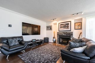 """Photo 2: 60 1425 LAMEY'S MILL Road in Vancouver: False Creek Condo for sale in """"Harbour Terrace"""" (Vancouver West)  : MLS®# R2478216"""