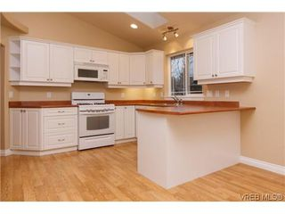Photo 2: 1006 Isabell Ave in VICTORIA: La Walfred House for sale (Langford)  : MLS®# 627433