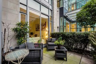 Photo 2: 10 ATHLETES WAY in Vancouver: False Creek Condo for sale (Vancouver West)  : MLS®# R2026611