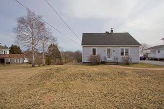 Photo 4: 16 Copp Avenue: Sackville House for sale : MLS®# M104111