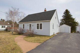 Photo 2: 16 Copp Avenue: Sackville House for sale : MLS®# M104111