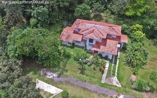 Photo 1: Beautiful hillside home for sale in Panama