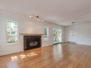 "Photo 4: 8443 LAUREL Street in Vancouver: Marpole House 1/2 Duplex for sale in ""MARPOLE"" (Vancouver West)  : MLS®# R2403493"