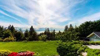 "Photo 39: 381 VERNON Place in Gibsons: Gibsons & Area House for sale in ""ISLANDVIEW ESTATES"" (Sunshine Coast)  : MLS®# R2456609"