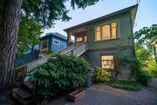 Photo 2: 3284 PRINCE EDWARD Street in Vancouver: Fraser VE House for sale (Vancouver East)  : MLS®# R2497640