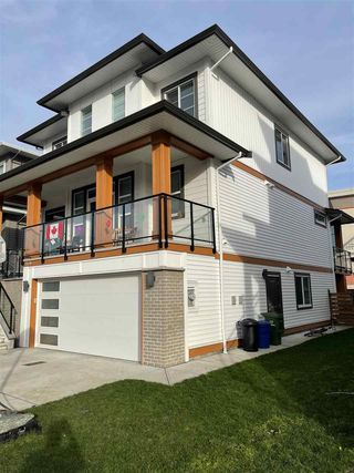 """Photo 2: 8430 MIDTOWN Way in Chilliwack: Chilliwack W Young-Well House for sale in """"Midtown 3"""" : MLS®# R2526737"""