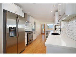 """Photo 2: 527 E 30TH Avenue in Vancouver: Fraser VE House for sale in """"MAIN"""" (Vancouver East)  : MLS®# V1004528"""