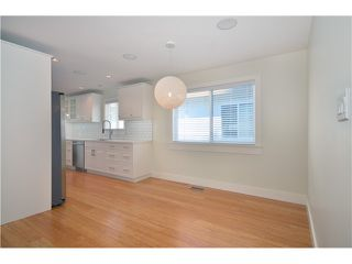 """Photo 3: 527 E 30TH Avenue in Vancouver: Fraser VE House for sale in """"MAIN"""" (Vancouver East)  : MLS®# V1004528"""