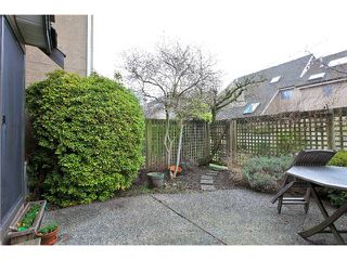 Photo 2: # 7 237 W 16TH ST in North Vancouver: Central Lonsdale Condo for sale : MLS®# V1043211