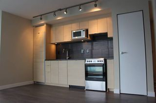 Photo 3:  in VANCOUVER: Condo for rent : MLS®# AR013