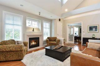 Photo 2: 7 15715 34 Avenue: Townhouse for sale (South Surrey White Rock)  : MLS®# r2257438