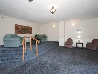 "Photo 2: 406 1442 FOSTER Street: White Rock Condo for sale in ""WHITE ROCK SQUARE II"" (South Surrey White Rock)  : MLS®# R2448884"