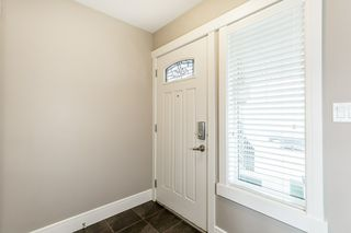 Photo 3: 2124 30 Street in Edmonton: Zone 30 House for sale : MLS®# E4197115