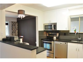 "Photo 4: 6 5565 OAK Street in Vancouver: Shaughnessy Condo for sale in ""SHAWNOAKS"" (Vancouver West)  : MLS®# V946149"
