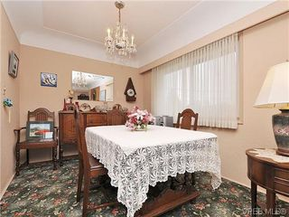 Photo 5: 1726 Mortimer St in VICTORIA: SE Cedar Hill Single Family Detached for sale (Saanich East)  : MLS®# 637109