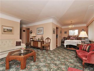 Photo 4: 1726 Mortimer St in VICTORIA: SE Cedar Hill Single Family Detached for sale (Saanich East)  : MLS®# 637109