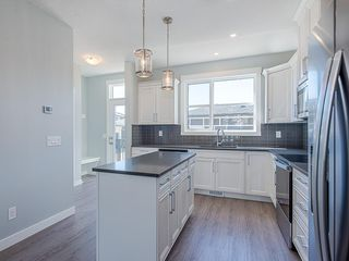 Photo 2: 29 SKYVIEW Parade NE in Calgary: Skyview Ranch Row/Townhouse for sale : MLS®# C4296507