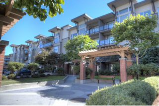"Photo 1: 207 33539 HOLLAND Avenue in Abbotsford: Central Abbotsford Condo for sale in ""The Crossing"" : MLS®# R2497878"
