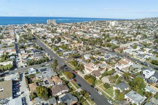 Photo 2: PACIFIC BEACH House for sale : 4 bedrooms : 1224 Emerald St in San Diego