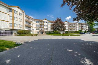 "Photo 2: 310 5710 201 Street in Langley: Langley City Condo for sale in ""White Oaks"" : MLS®# R2453667"