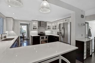 Photo 12: 123 STRAVANAN Bay SW in Calgary: Strathcona Park Detached for sale : MLS®# A1032318