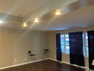 Photo 3: 325 W Avenue North in Saskatoon: Mount Royal SA Residential for sale : MLS®# SK838129
