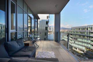 """Photo 9: 708 1616 COLUMBIA Street in Vancouver: False Creek Condo for sale in """"VILLAGE AT FALSE CREEK"""" (Vancouver West)  : MLS®# V931118"""