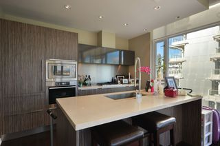 """Photo 5: 708 1616 COLUMBIA Street in Vancouver: False Creek Condo for sale in """"VILLAGE AT FALSE CREEK"""" (Vancouver West)  : MLS®# V931118"""