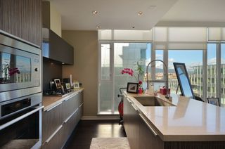"""Photo 6: 708 1616 COLUMBIA Street in Vancouver: False Creek Condo for sale in """"VILLAGE AT FALSE CREEK"""" (Vancouver West)  : MLS®# V931118"""
