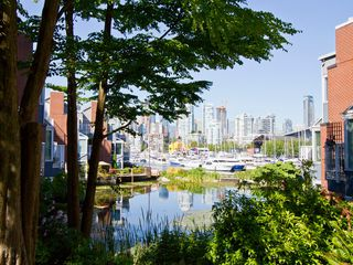 Photo 19: 302 1540 MARINER Walk in Vancouver: False Creek Condo for sale (Vancouver West)  : MLS®# V1016091