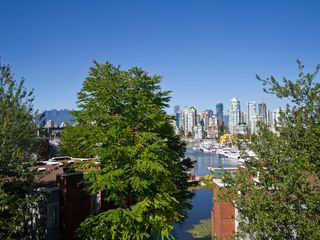 Photo 1: 302 1540 MARINER Walk in Vancouver: False Creek Condo for sale (Vancouver West)  : MLS®# V1016091