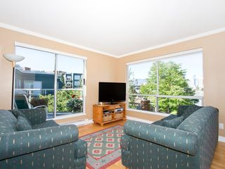 Photo 2: 302 1540 MARINER Walk in Vancouver: False Creek Condo for sale (Vancouver West)  : MLS®# V1016091