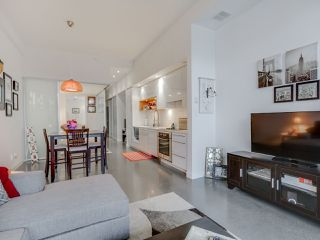 Photo 2: 252 E 2ND AVENUE in Vancouver: Mount Pleasant VE Condo for sale (Vancouver East)  : MLS®# R2049682