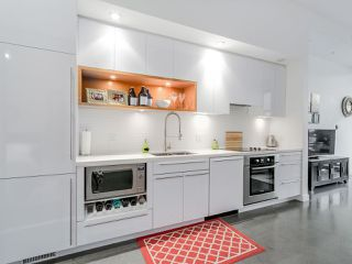 Photo 4: 252 E 2ND AVENUE in Vancouver: Mount Pleasant VE Condo for sale (Vancouver East)  : MLS®# R2049682