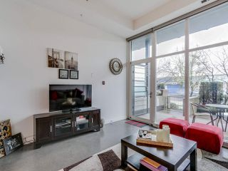 Photo 3: 252 E 2ND AVENUE in Vancouver: Mount Pleasant VE Condo for sale (Vancouver East)  : MLS®# R2049682