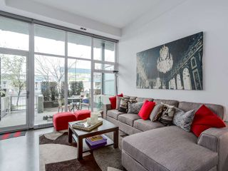 Photo 1: 252 E 2ND AVENUE in Vancouver: Mount Pleasant VE Condo for sale (Vancouver East)  : MLS®# R2049682