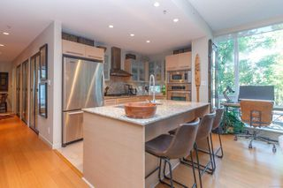 Photo 8: 220 68 Songhees Rd in : VW Songhees Condo for sale (Victoria West)  : MLS®# 851113